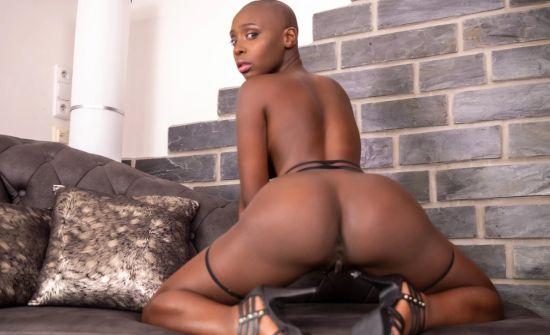 African Princess - Zaawaadi Oculus Rift