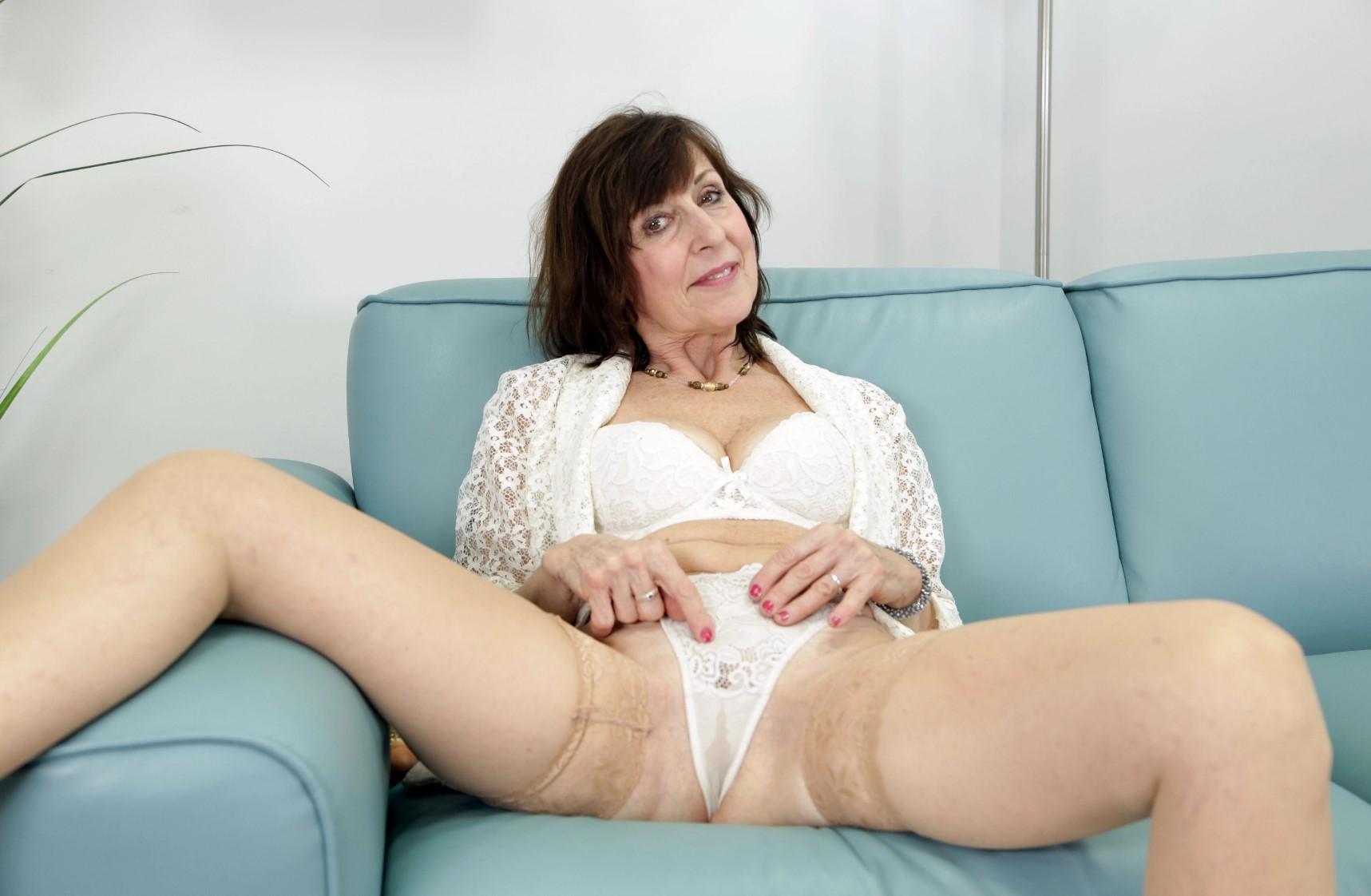 Lady Valentina - Needs Sex Too Oculus Rift