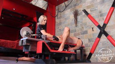 Kinky Mistresses – Mistress Courtney´s fucking machine
