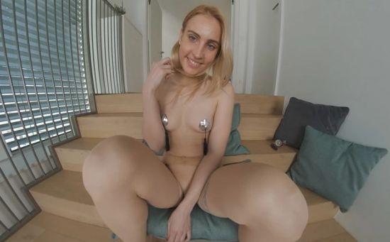 Lulu Enjoys Her Pussy Pump Smartphone
