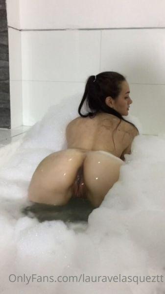 Laurita Vellas Bathtub video 1