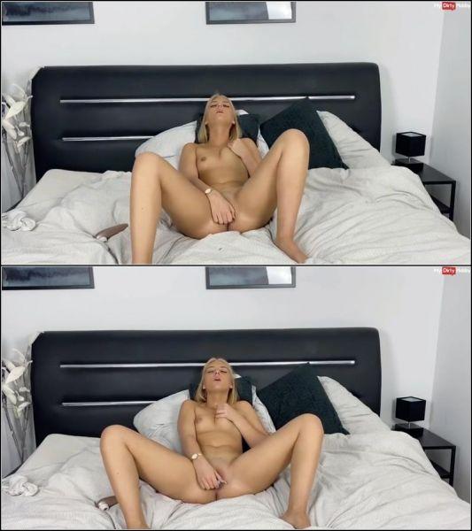 LiaEngel - Endlich! Mein erstes nackt Video!