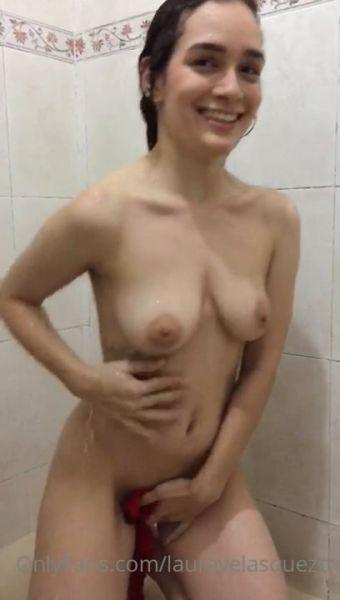 Laurita Vellas Shower Tease video 1