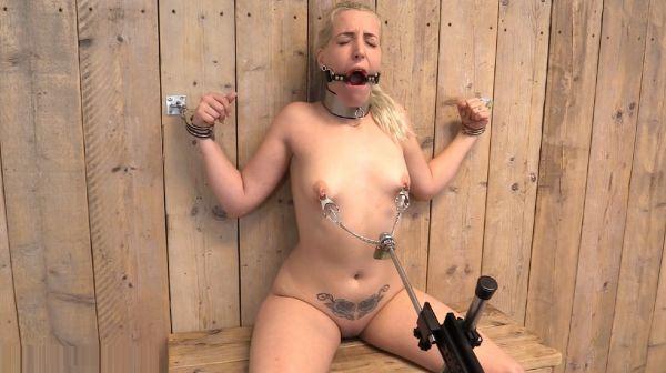 Liz Rainbow - nipple puller