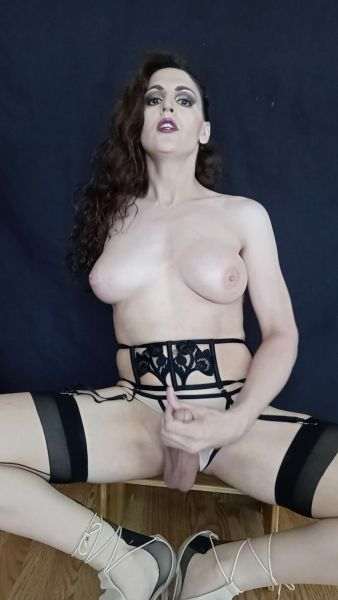 Tia Tizzianni - Hot Victoria Secret Masturbation 4 Daddy (17.06.2021) [FullHD 1080p] (Trans)