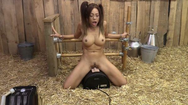 Lara Tinelli - squirting