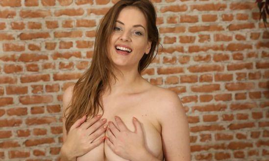 Lottii Rose - Sexy Big Tits Gear vr