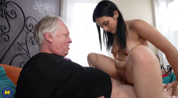 Maria Wars  - 22 year old babe having a sexdate with a 60 year old grandpa (28.06.2021) [HD 1060p] (Mature)