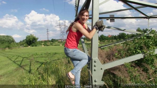 Pissmania_12195-Electricity_pole_-_laura5_fullhd.jpg