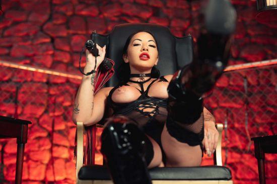 Sexy Submissio - Morgan Lee Gear vr