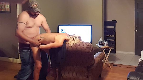 HOLLYHOTWIFE  - Revamped my Famous Pizza Delivery Guy [HD 720p] (Milf)