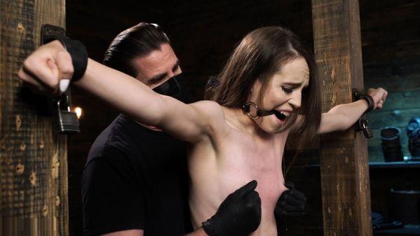 Fresh Meat Brooke Johnson Makes Her Kink Com Debut On Device Bondage