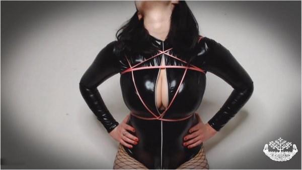 Tsarina Baltic - Findom Slut - Tits Worship