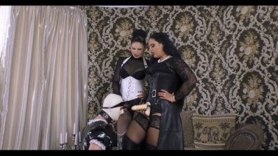 Latex Maid Humping And Sucking!