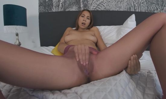 Paula Creams Her Pussy Right In Front Of You Smartphone