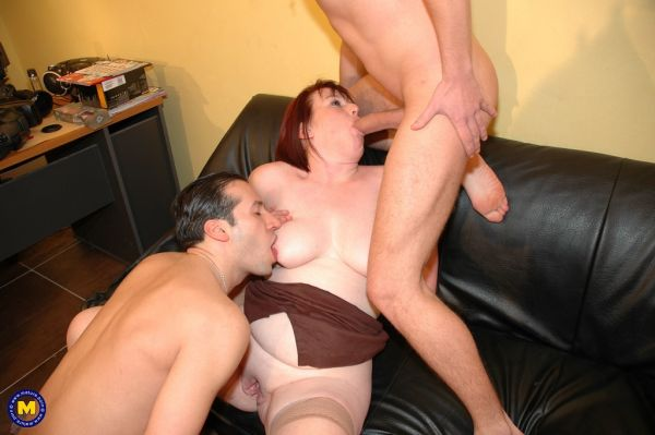 Mature Fistfuck queen Katia takes it all in this threesome