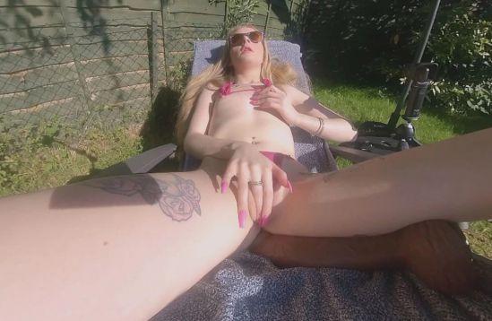 Hot Sunbathing With BBC Oculus Rift