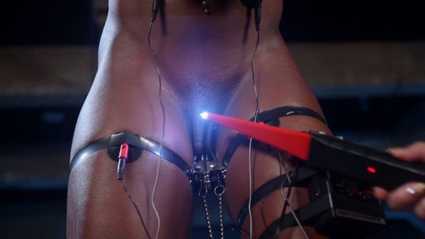 Ana Foxxx Giggles When Shocked And Comes Hard On Electricity