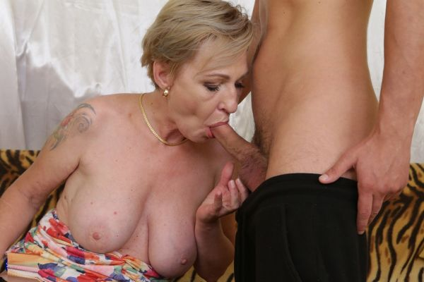 Mature Maris needs her handy stepson to fix her itch