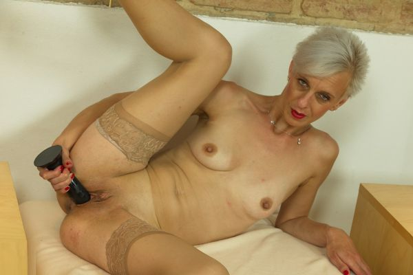 Espoir has a great body and likes to show it