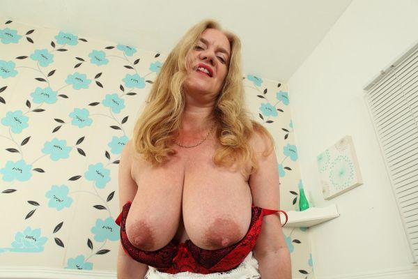 Mature lady in panties