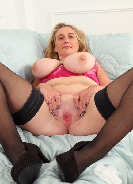 Sexy mature Camilla showing her big natural tits