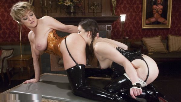 Beautiful Lyra Law Puts Her Hand And Feet In In Submissives