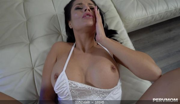 Incest Crystal Rush – Foreign MILF Fucking