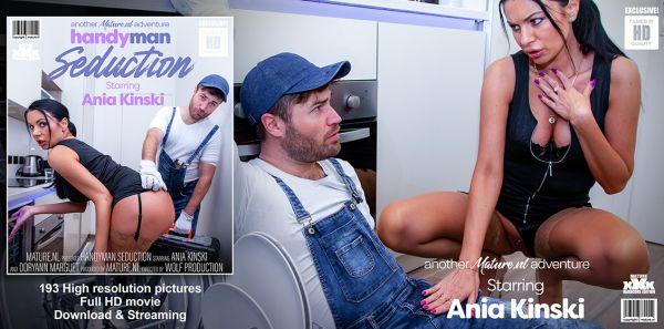 Hot MILF Ania Kinski seduces the handyman