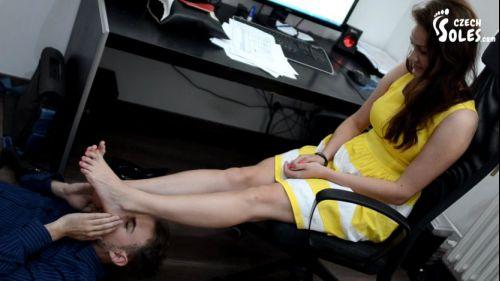 Hot_office_foot_worship_2_00_15_39_00013.jpg