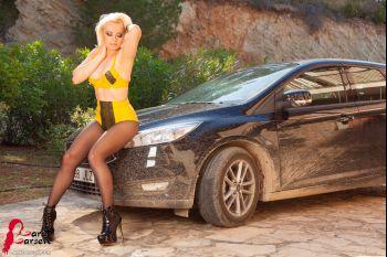 KINKY CAR WASH/ Lara Larsen/F