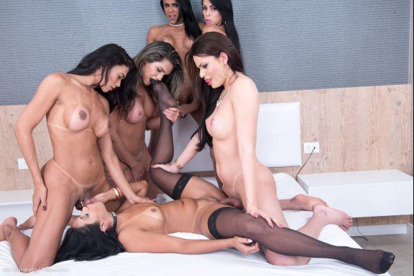 Amanda Fialho, Valeria Pacheco, Laryssa Machado, Nicolly Pantoja, Lohara Lomark - Sara Rosa Unlimited TS Spunk GB For a Slut [HD 720p] (TSRAW)