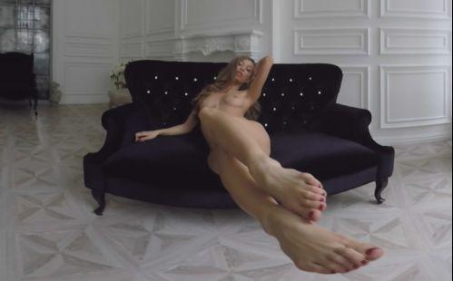 Radiant Busty Blonde Sexy Striptease - Oculus Rift