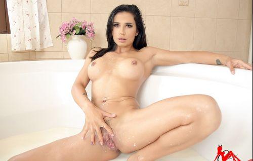 Ninel Mojado - Milk Bath Smartphone