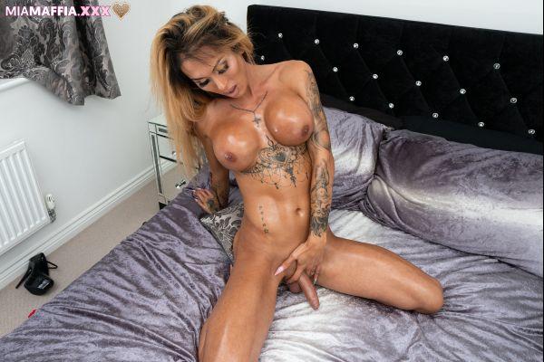 MiaMaffia.xxx: Mia Maffia - Oiled Up Rub Down [HD/720p]