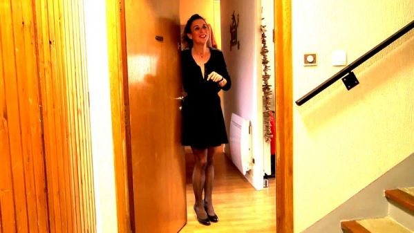 JacquieetMichelTV - Sonia - Pianiste emerite, Sonia, 30ans, aime aussi le sexe ! [FullHD 1080p]