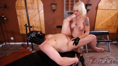 Clubdom – The Cock Slut gets Dahlia's Cock