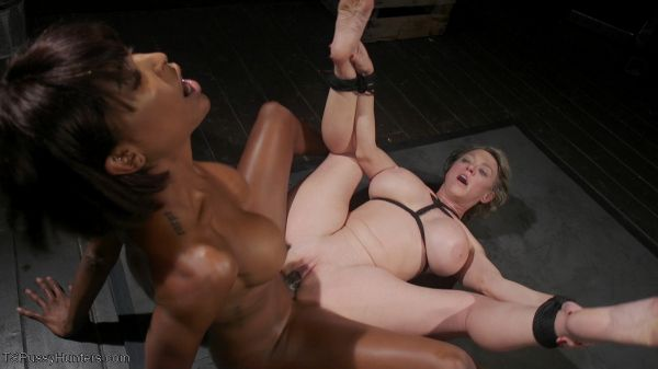 TSPussyHunters - Natassia Dreams, Dee Williams - Exquisite Anguish: Dee Williams Opens Up For Natassia Dreams [HD 720p]