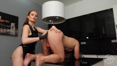 KinkyMistresses – Fisted In The Kitchen – Faye de Clair