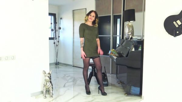 JacquieetMichelTV: Nina - Le parcours singulier de Nina, 25ans - 10.01.2019 (FullHD/2019)