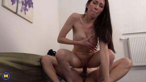 Hot Milf Bella fucking and sucking