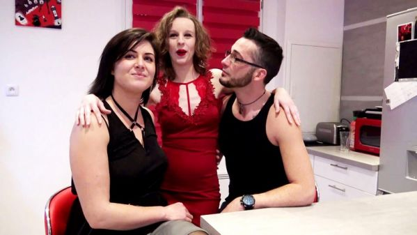JacquieetMichelTV: Julie, Rose - Un massage a quatre mains qui vire a l'orgie - 18.01.2019 (FullHD/2019)