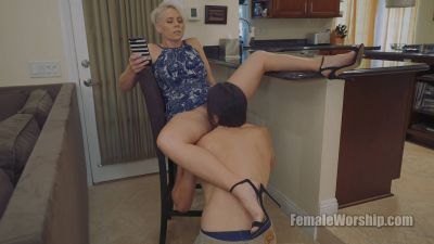 FemaleWorship – Sweeten It Up A Little – Helena Locke
