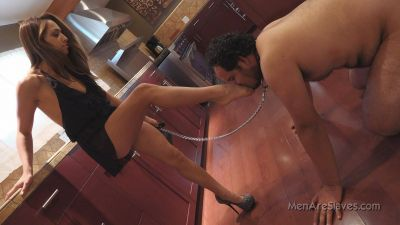 MenAreSlaves – Inhale My Shoe Stink