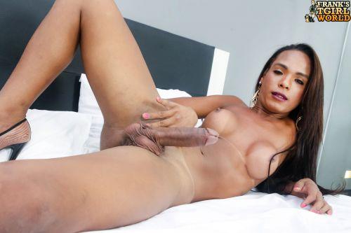 Sweet-Latina-Anny-Kelly-Close.jpg