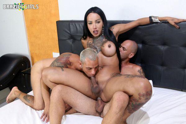 Brazilian-Transsexuals: Thays Tavares - Thays Tavares & Marcus & Junior [HD/720p]