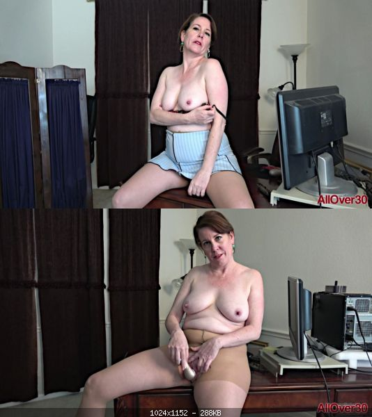 Milf 19 04 05 Caitlin Moore Ladies With Toys