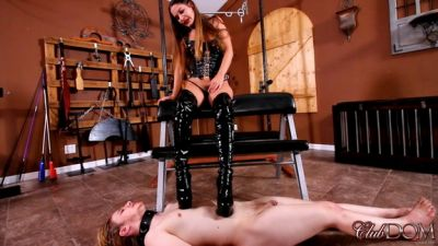 Clubdom – Kendra Heart Boot Worship