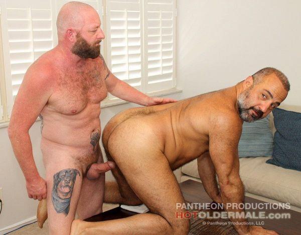 HOM - Daddy Bear Dalton Hawg breeds son Alejandro Skyman