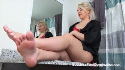 GoddessFootDomination – Rharri Rhound Ass and Soles Cleaner